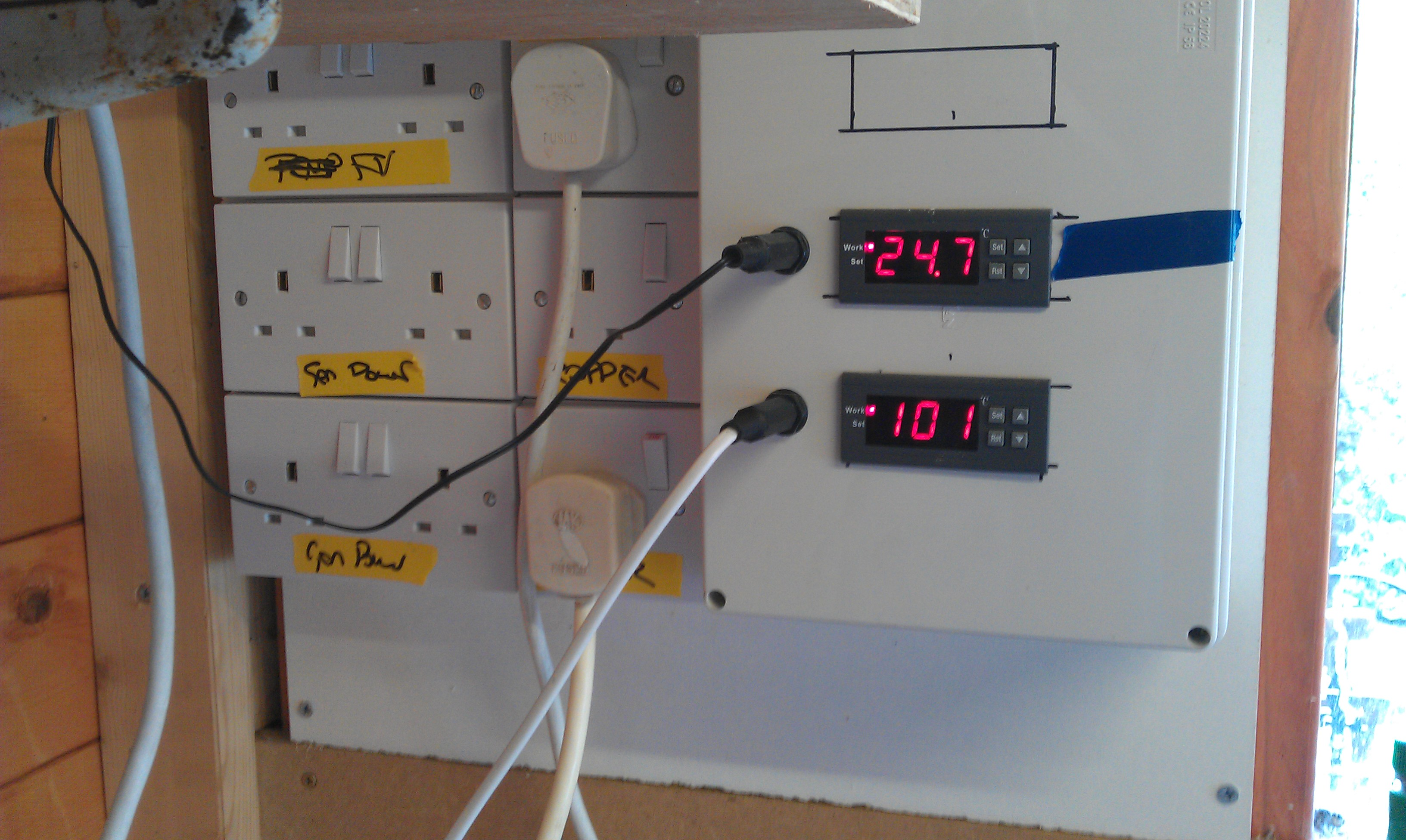 Digital Temperature Controllers Home Brew Forum Stc1000 Temp Controller Wiring The Homebrew Imghttp Jonothompsoncom Photos Imag0194 Img